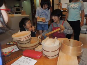 日本の台所道具を使って胡麻豆腐作り!小学生の食育教室