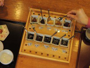 味噌醤油の味比べと味噌作り!小学生の食育教室