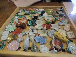 小学生の食育教室で、桜餅を作り箸置で季節を考える!