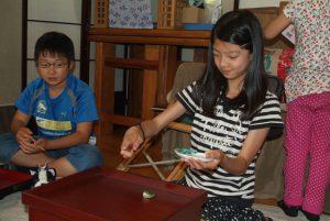 小学生の食育で、昔の日本の食事作法とフルーツ白玉作り